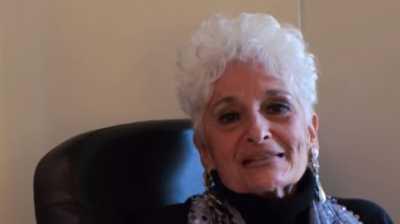 <i>Wow</i> Nenek Umur 83 Tahun ini Main Tinder, lho