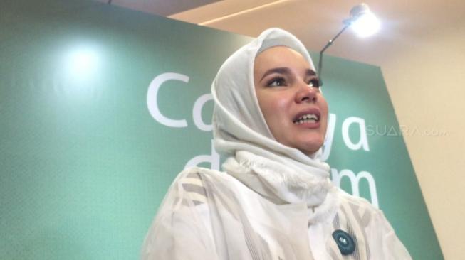 Dewi Sandra Pernah Alami Pelecehan Sebelum Hijrah