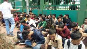 Anak STM Ikut Demo, Bilang DPR Bodoh, Malah Disetrap Polisi