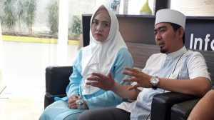 Bayi Kembarnya akan Dimasukkan ke NICU, Ustadz Solmed Nangis