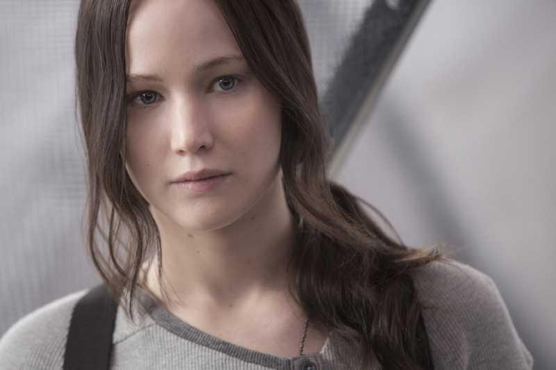 Jennifer Lawrence Bahas Hubungan Beda Usia 21 Tahun