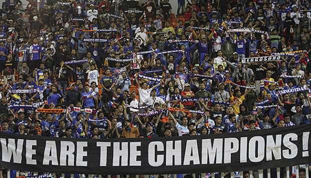 Ribuan Aremania Arak Piala Presiden, Kota Malang Jadi Biru