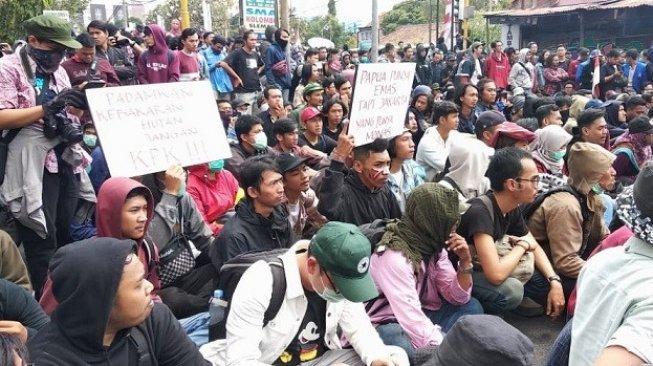 Gelombang Aksi Mahasiswa di Berbagai Daerah, Trending #SaatnyaPeoplePower