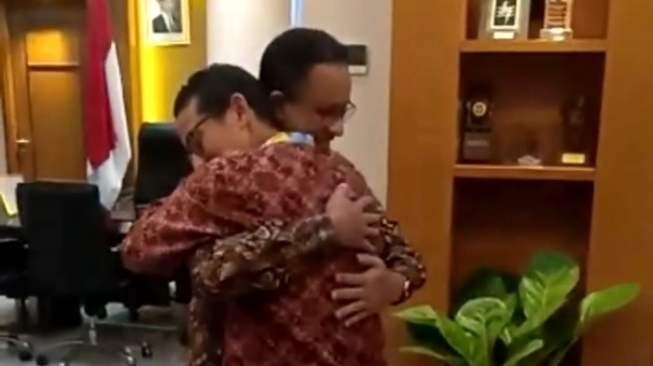 Peluk Anies, Sandiaga : Bro Ini Politik Bisa Berubah Kapan Saja