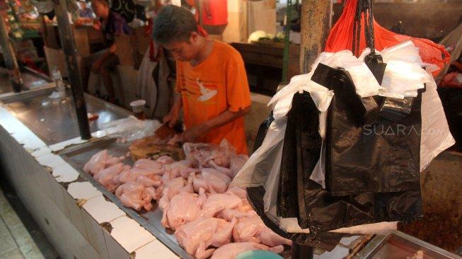 ]angan Digunakan, Ini Bahayanya Bungkus Daging Kurban dengan Plastik Hitam!