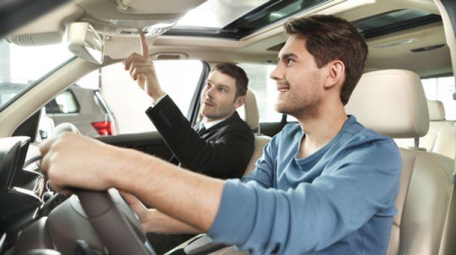 Bau Khas Mobil Baru Ternyata Bahayakan Kesehatan!