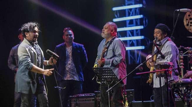 Aksi Tompi dan Gitaris Incognito Pukau Penonton JJF 2017