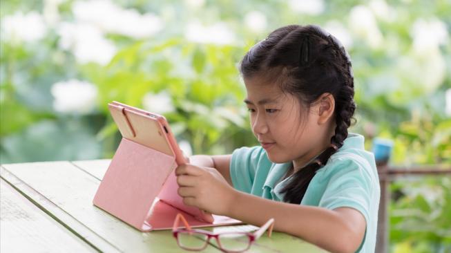 Obesitas, Rabun, Hingga Kanker Intai Anak-Anak Pengguna Gadget