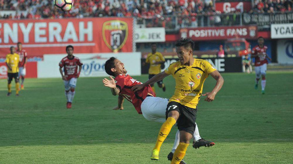 Pesepakbola Indonesia Masih Takut Bantu Pemain yang Kolaps