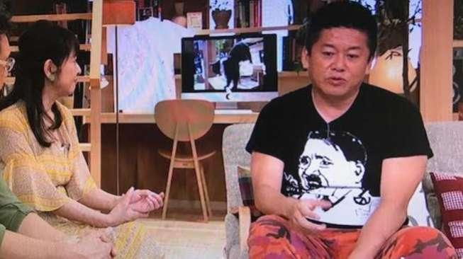 Tamu Pakai Baju Adolf Hitler, Kantor Berita NHK Jepang Minta Maaf