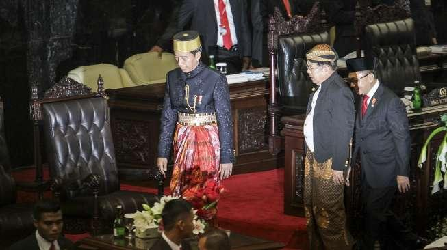 Siapa yang Punya Ide di Balik Tukar Baju Adat Jokowi-JK?
