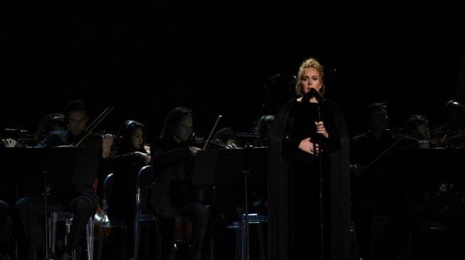 Adele Umumkan Telah Bercerai dari Suaminya