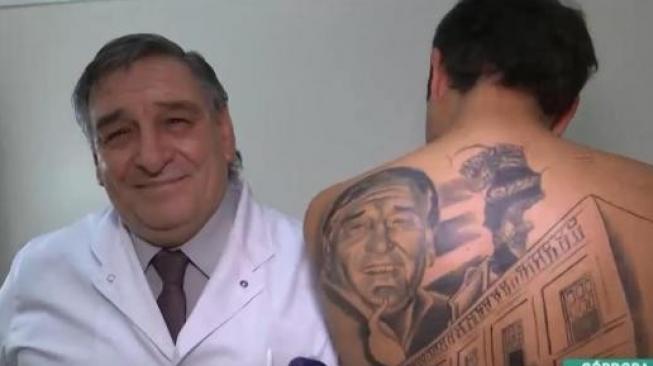 Sembuh dari Kanker, Lelaki Ini Buat Tato Wajah Sang Dokter
