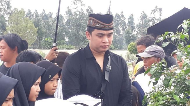 Emosi, Billy Syahputra Damprat Sopir Pick Up