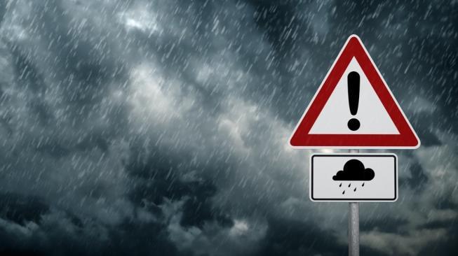 Prediksi BMKG: Jabodetabek Diguyur Hujan Disertai Angin Kencang Siang Nanti