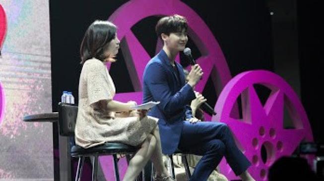 Aw Manisnya! Saat Lee Jong Suk Gugup Main Piano Sambil Nyanyi