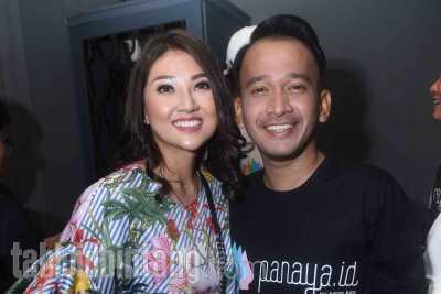 Sarwendah Dinyinyiri Netizen Karena Selfie Pakai iPhone X, Ruben Onsu Meradang