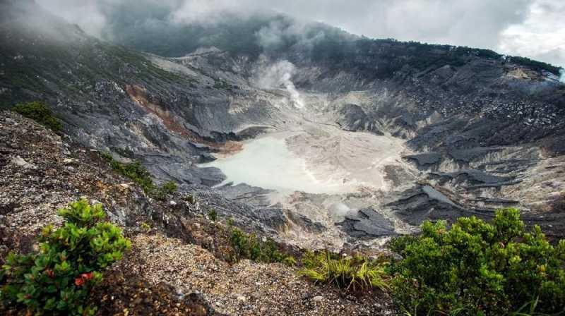 Usai Erupsi, Posko Bencana Disiagakan di Tangkuban Parahu
