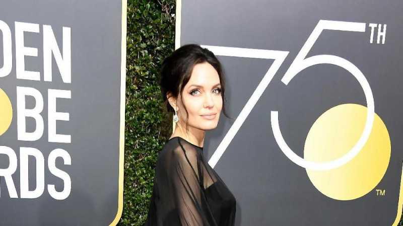 Angelina Jolie Diincar Marvel Main di Film The Eternals