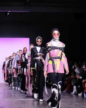 7 Desainer Busana Muslim Indonesia yang Menginspirasi