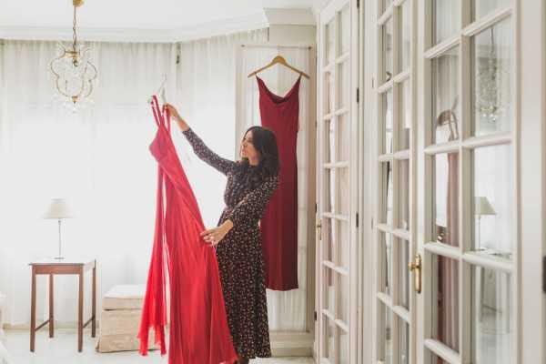7 Gaun Merah Cantik untuk Dipakai di Hari Natal