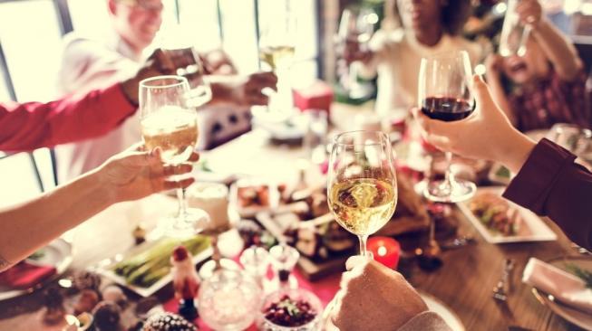 10 Etika Makan dan Minum Paling Unik di Dunia