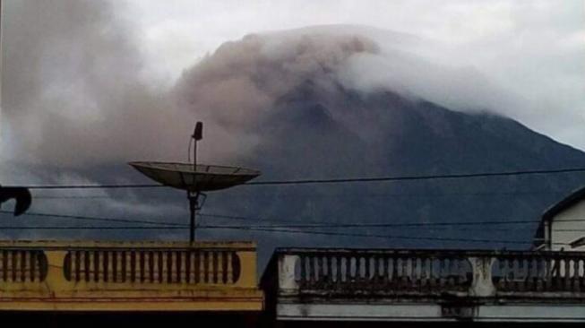 Gunung Kerinci Erupsi, 5 Desa Tertutup Abu Tebal