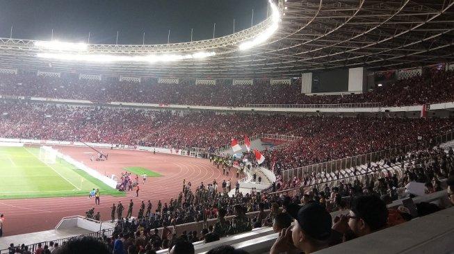 Masuk GBK, Suporter Malaysia Ditimpuki