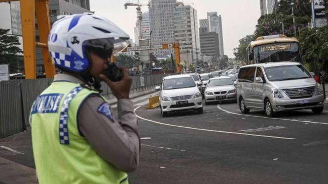 Tolak Ditilang, Watoni Ludahi dan Lindas Kaki Polisi di Kuningan