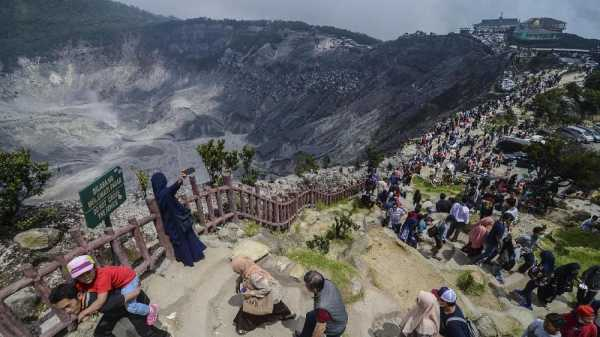 425 Kali Gempa Embusan di Gunung Tangkuban Parahu