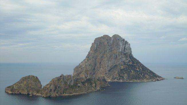 Pulau di Spanyol Ini Indah Tapi Tak Bisa Dikunjungi, Ada Apa?