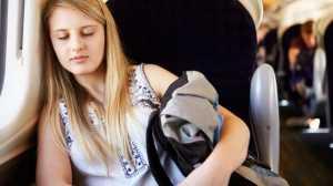Tertidur di Kereta, Lihat Apa yang Tumpah dari Perempuan Ini