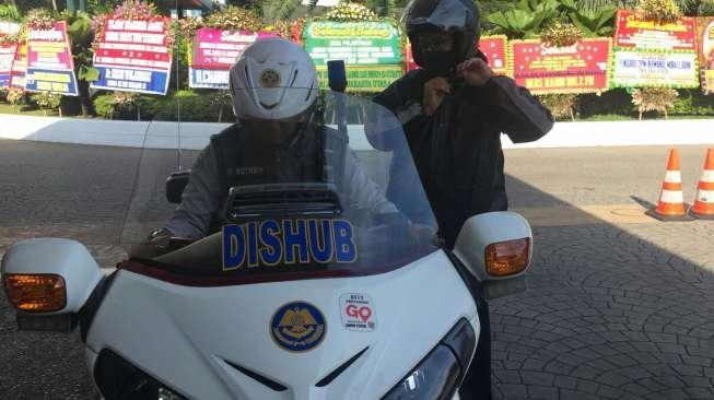 Bonceng Motor Dishub Hindari Kemacetan, Anies Tak Nyaman