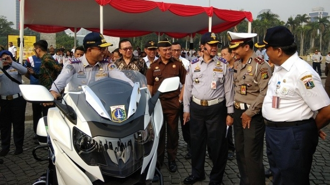 Jajal Moge BMW untuk Asian Games, Gubenur Anies Malah Jatuh