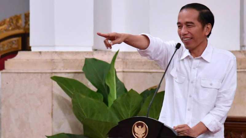 Sepeda Jokowi untuk Wartawan Berkaus Kaki Bolong