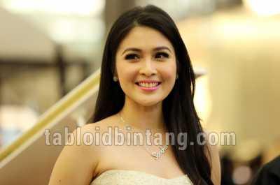 Sandra Dewi Hamil, Netizen Ucapkan Selamat
