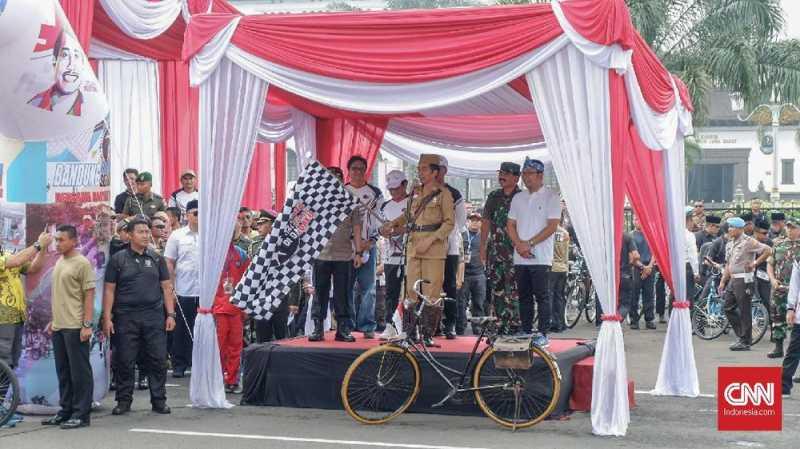 Seragam Veteran Jokowi di Bandung Lautan Sepeda