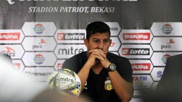 Timnya Dibantai 4-0, Pelatih Bhayangkara Tak Jamin Arema Bisa ke Final