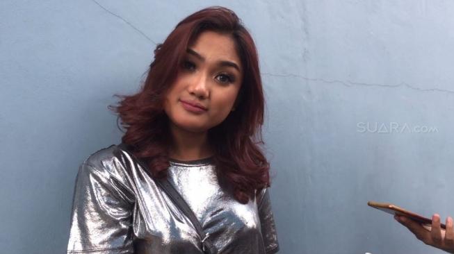 Pangling, Marion Jola Tampil Cantik dengan Kebaya Khas Bali