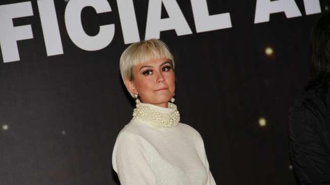 Luna Maya Tanggapi Impian Agnez Mo Duet dengan Timberlake