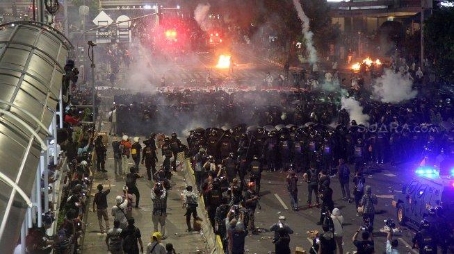 Rusuh Aksi 22 Mei: Ketegasan Jokowi Hingga Pembatasan Akses Media Sosial