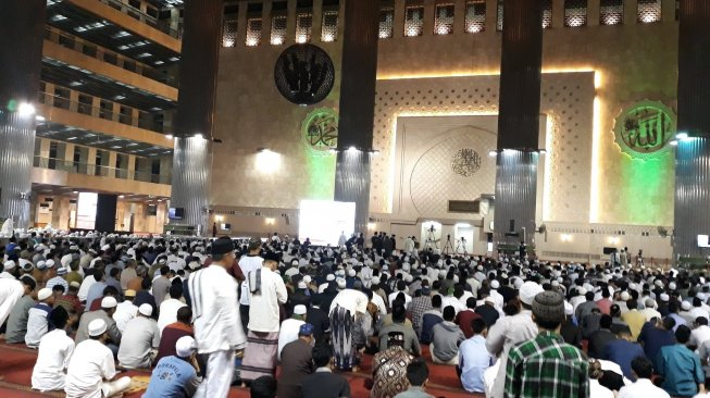 Sejak Subuh Jamaah Padati Masjid Istiqlal, Parkir Kendaraan Mengular