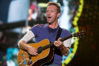 Chris Martin akan Bertunangan dengan Dakota Johnson