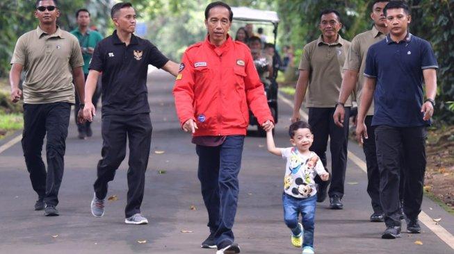 Pengen Digandeng Seperti Jan Ethes, Kaesang Pangarep Protes ke Jokowi