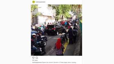 Bikin Kesel, Pemotor Naik Trotoar Bentak Pejalan Kaki