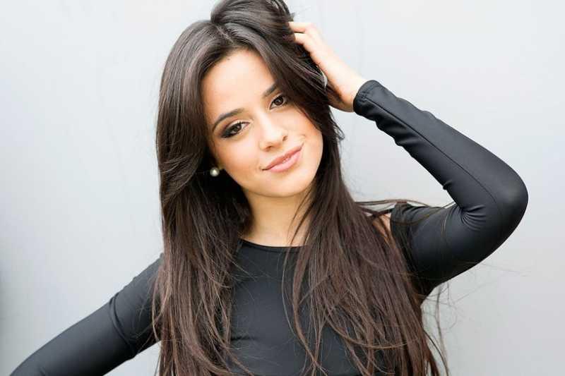 Camila Cabello Tampil Seksi Lepas dari Fifth Harmony