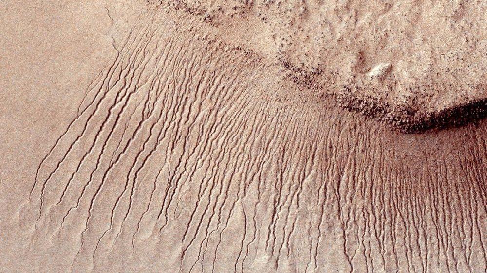 Ilmuwan Temukan Adanya Danau Kuno di Mars