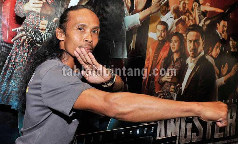 Yayan Ruhiyan Gembleng Vino G. Bastian untuk Wiro Sableng