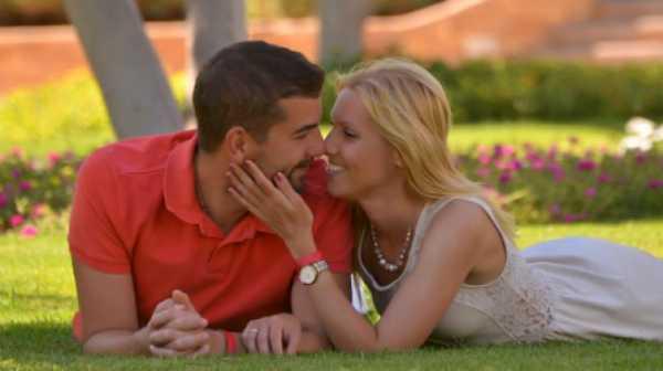 Tips Berbulan Madu Romantis dengan Budget Minim