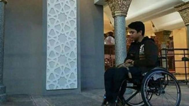 Dibilang Tak Suci, Disabilitas Ini Diusir Disuruh Salat di Luar Masjid